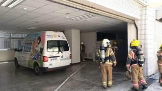 疑配電盤起火悶燒 衛福部新化分院冒濃煙緊急疏散59人