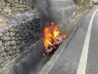 男騎士台3線南化段自摔跌落山溝 重機爆火球燒毀