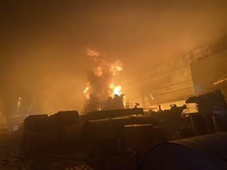 燁聯鋼鐵火警 7萬公升油槽狂燒1人嗆傷 廠方:無損產能