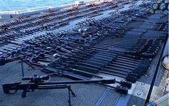 美軍艦在葉門外海帆船查獲大量武器