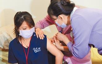 單日接種9865人新高 北市憂第二劑無著落