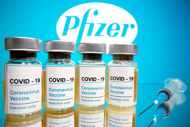美國支持放棄疫苗的專利保護以提高產量,引起德國政府和疫苗製造商BioNTech反彈。圖為美國藥廠輝瑞(Pfizer)與德國BioNTech聯手開發的新冠疫苗。(資料照/路透社)
