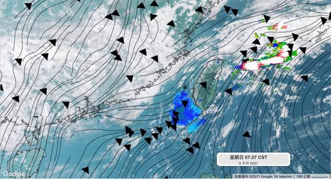 圖為鋒面位在台灣北部海面,午後山區有零星短暫陣雨。(翻攝自 彭啟明臉書)