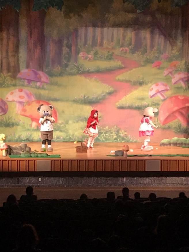 台中市政府警察局婦幼警察隊規畫「小紅帽森林歷險記」劇場,強化大眾對於婦幼安全的認知。(盧金足攝)