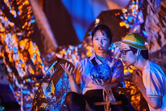 曾拿下台北文學獎劇本首獎的編導李憶銖,最新作品《摩利支天女》,從母親在家中囤積的物品出發,梳理母女關係。(國藝會提供)
