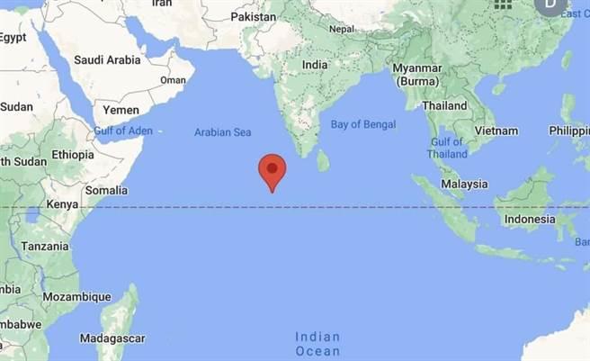 大陸長征5號火箭殘骸於台北時間9日上午10時24分墜落於北緯2.65度、東經72.47度的印度洋海域。(圖/推特@Liptonfindx)