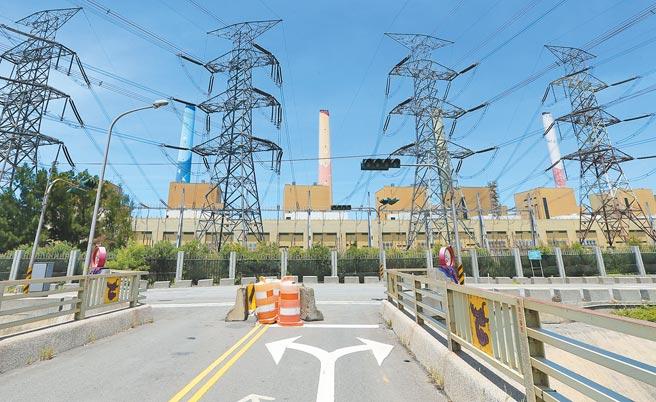 行政院推三接外推案,北部電力缺口加大,台電規畫第四波,史上最大民間電廠IPP採購量610萬瓩,協助供電。(本報資料照片)