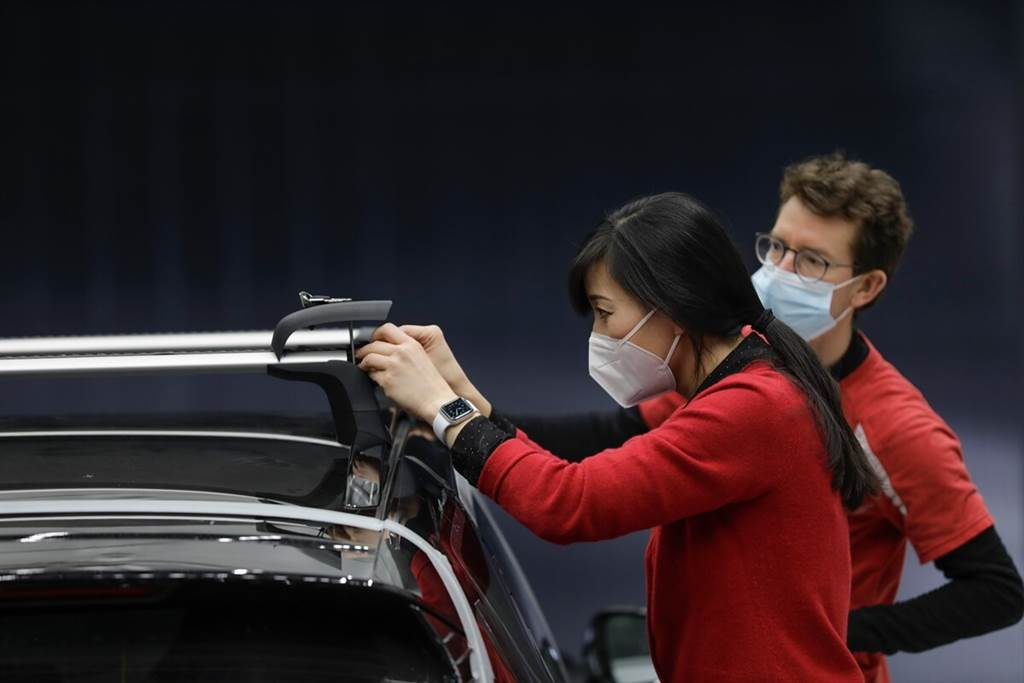 Porsche推出Taycan車系專用的車頂行李廂 可允許最高200 km/h行駛