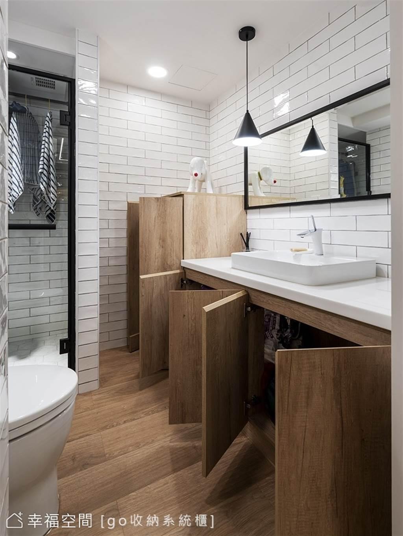 製作系統櫃時,記得挑選防潮係數高的板材,就連使用在浴室都沒問題。(圖片提供/go收納系統櫃)