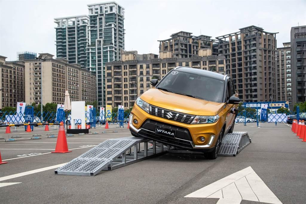 Bumpy Test顛簸體驗:模擬顛簸路面時,卓越的懸吊系統及高度車體剛性,可提供更加舒適且安全的駕乘體驗。