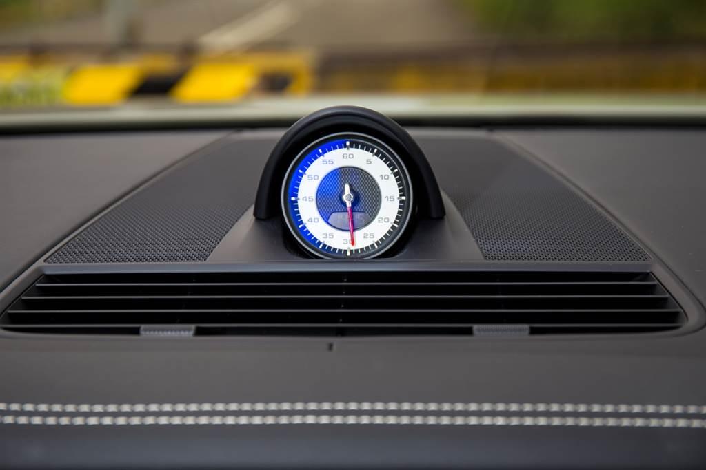 跑車計時套件要價不斐,但選了才有Launch Control,能讓0~100km/h加速快0.2秒!