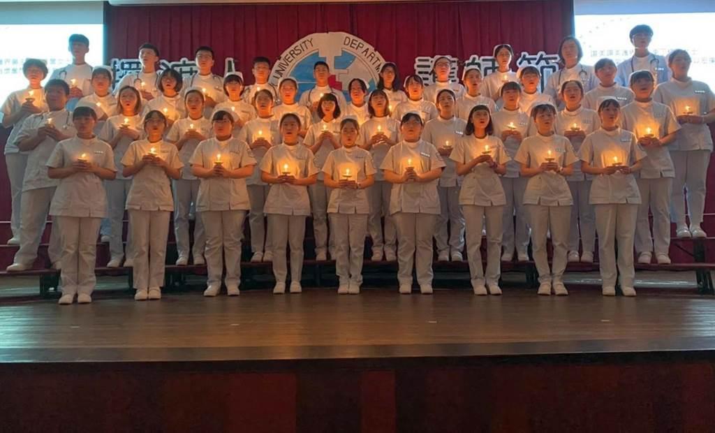 國立金門大學慶祝護師節,舉辦護生加冠、成黍典禮。(金大提供)
