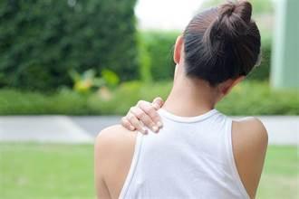 五十肩讓她痛到連梳頭都不行 關節授動術幫助放鬆沾黏