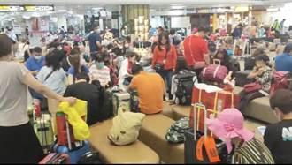 立榮班機爆胎跑道關閉 金門400名旅客受影響