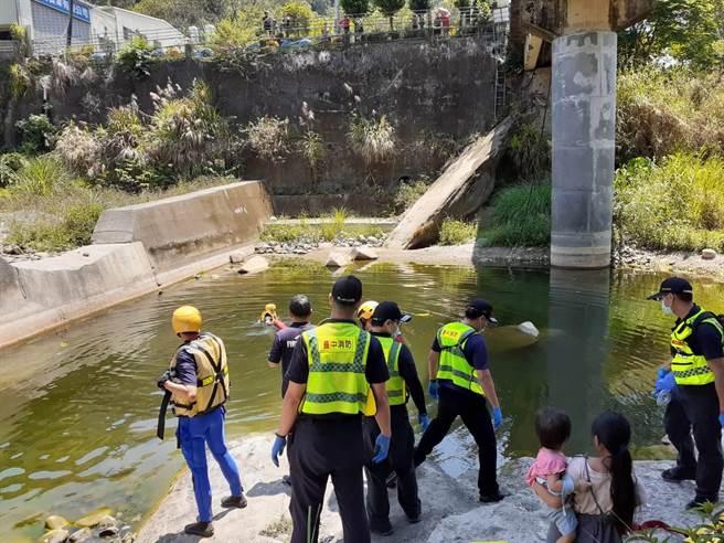 台中市太平區頭汴坑溪9日驚傳2人溺斃意外。(民眾提供/馮惠宜台中傳真)