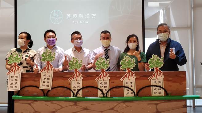 高雄一家社會企業,致力於運用專利仿生農法與智慧農業科技技術,種植出華人養生需求的無毒漢方作物「丹參」。今年將丹參葉植萃產品送至歐洲比賽,獲得世界三大品質獎之一的Monde-Selection銀牌獎肯定。(柯宗緯攝)