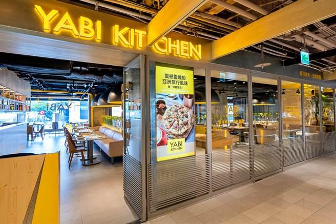 連鎖餐飲集團瓦城2021年第二季加速展店,旗下跨國界南洋料理「YABI KITCHEN」3號店進駐台北誠品生活南西店,於5月初開幕迎賓。(瓦城提供)