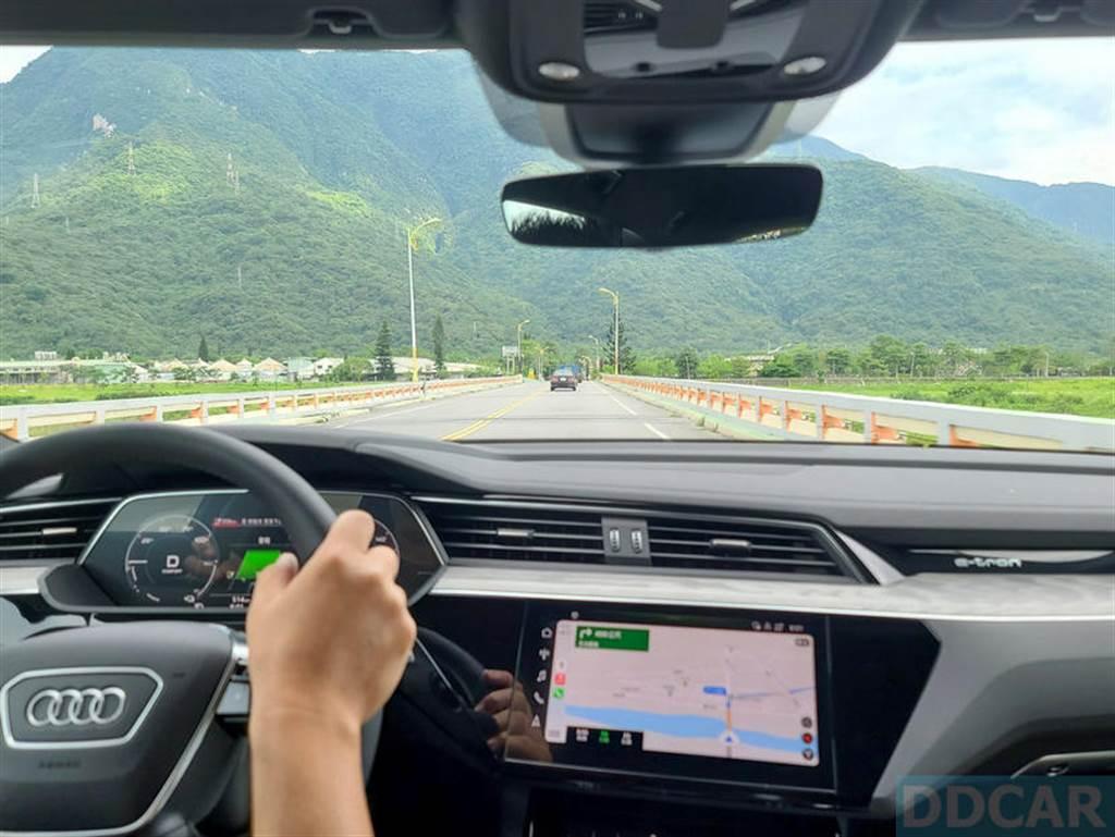 說到電動車,很多人容易對行駛里程感到憂慮,今天的中橫之旅就是要實際測試 e-tron 續航夠不夠力。