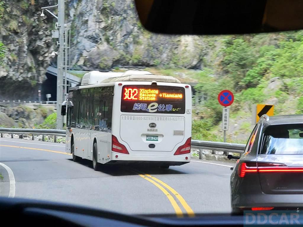 中橫最近有不少管制,多花了一些時間,然後遇到了比亞迪純電公車,很難得地一串車龍都是電動車。