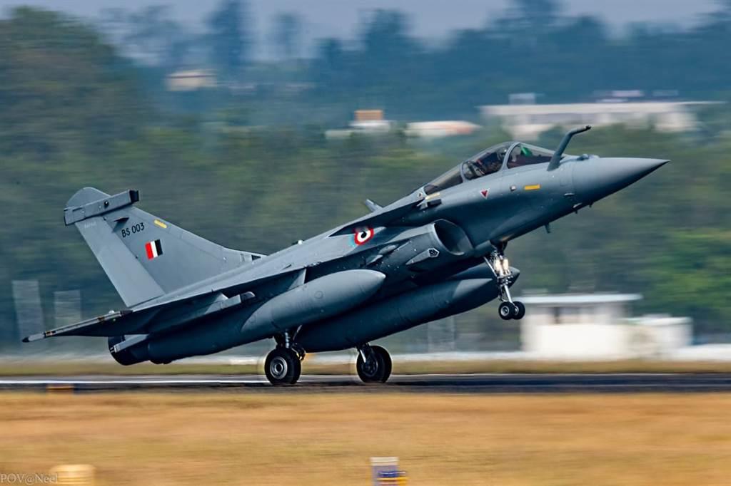 若中印發生空中武裝衝突,印度飆風會試圖將殲20拖入視距內空戰,以活用其機動性和先進武器優勢。(圖/印度空軍臉書)