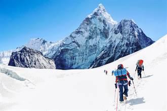 病毒入侵聖母峰 基地營群聚感染 近20位登山者確診