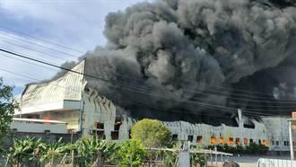 彰化保麗龍工廠全面燃燒 連傳巨大爆炸聲濃煙竄天際