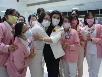 曾任護理師20餘年 雲林縣長張麗善赴醫院祝護理師節快樂