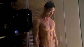 賴東賢被爆特殊癖好 連洗澡都戴「套」