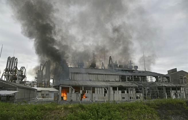 位於福島縣磐城市常磐岩岡町的「(土界)化學工業」湯本工廠,上午發生爆炸事故。(圖/路透社)