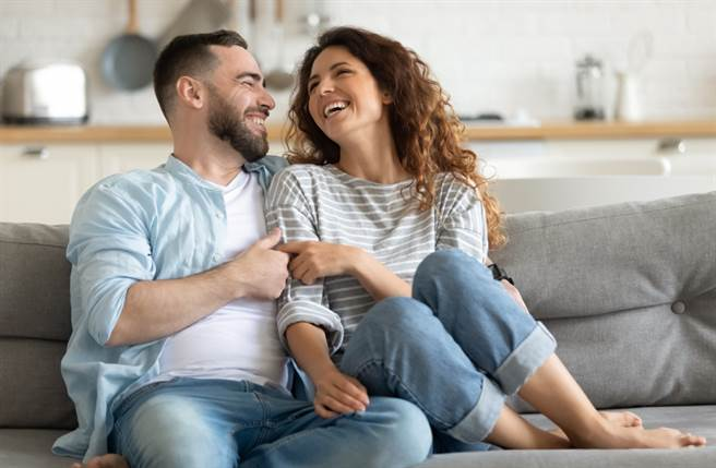 巨蟹座、處女座、天秤座及射手座的人在感情中最願意付出,他們一旦愛上一個人,就會用盡全力,愛對方永遠勝過愛自己。(圖/Shutterstock)