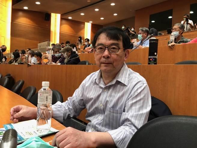 台大儿童医院院长黄立民5月2日曾示警,一旦不同医师在不同的地点诊断出新冠肺炎个案,就表示社区危险了。(中时资料照)
