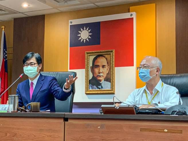 高市府11日宣布防疫措施全面加嚴,醫院、長照中心、學校都嚴陣以待。(柯宗緯攝)