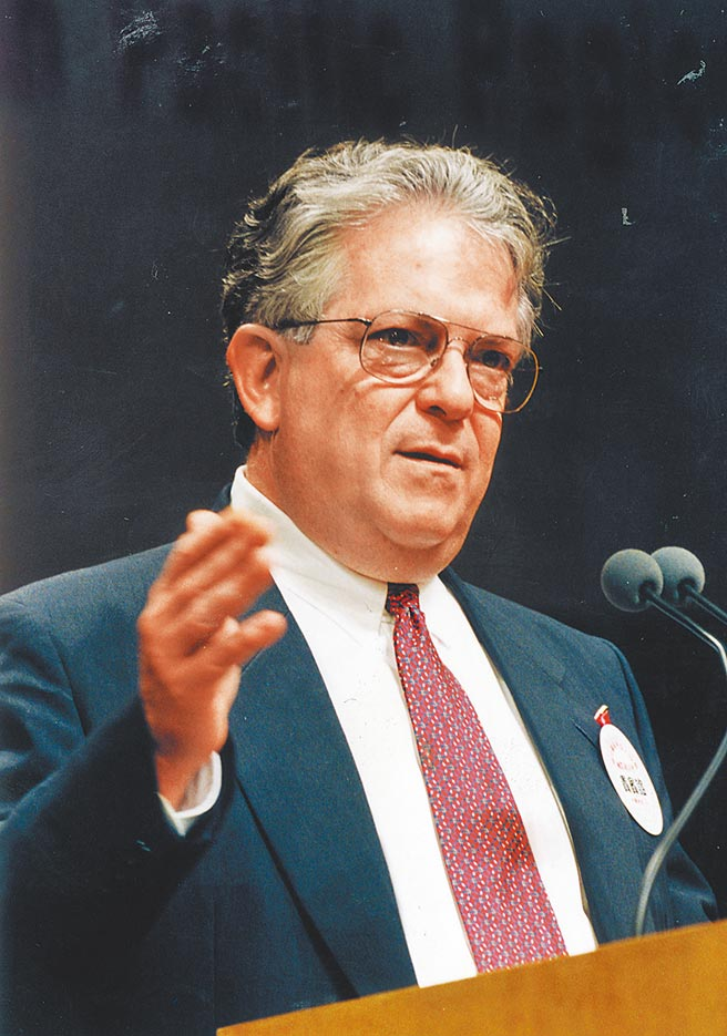 美國前國防部助理部長傅立民曾於2006年應中國時報邀請,在出席一項研討會時發表專題演講。(本報資料照片)