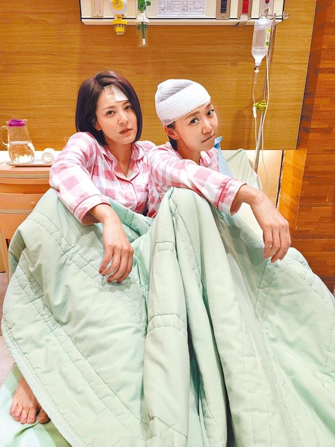蘇晏霈(左)、何依霈在《多情城市》因發生車禍而靈魂附身。(民視提供)