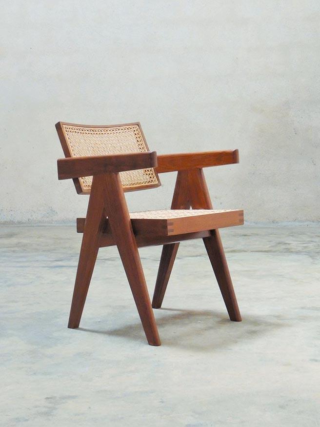 Pierre Jeanneret昌迪加爾椅,5萬8000元。(Retro Studio提供)