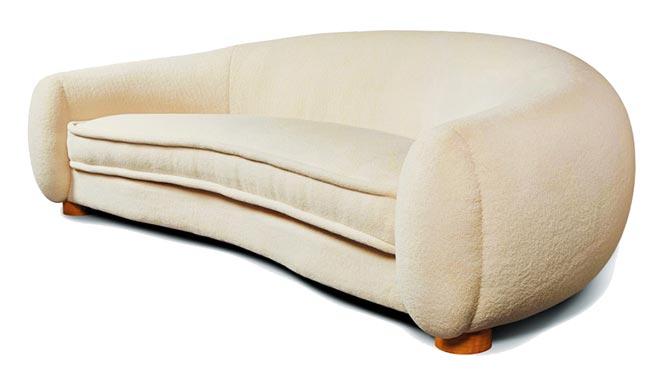 Jean Royere POLAR Sofa,此休閒扶手椅為經典訂製款,價格因布料而有所不同。(Retro Studio提供)