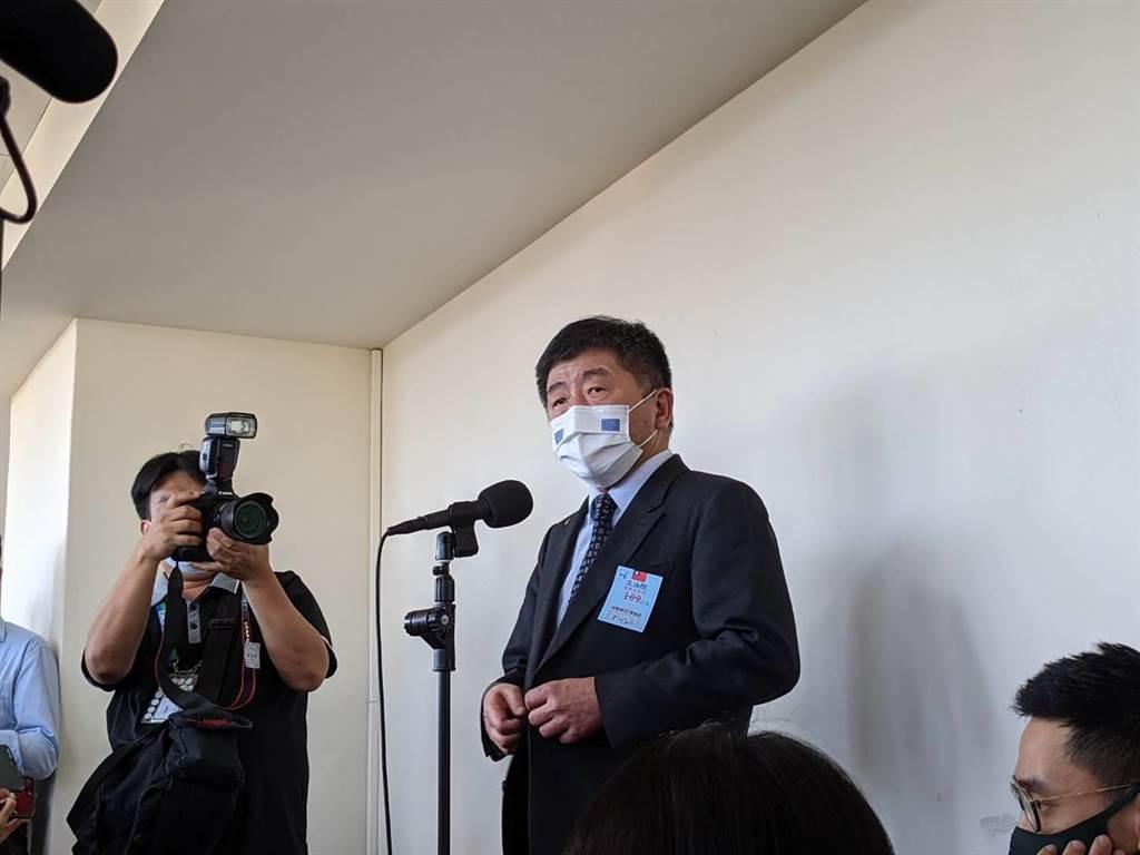 衛福部長陳時中表示,社區不只兩條隱形傳播鏈,並罕見稱疫情嚴峻 。(陳人齊攝)
