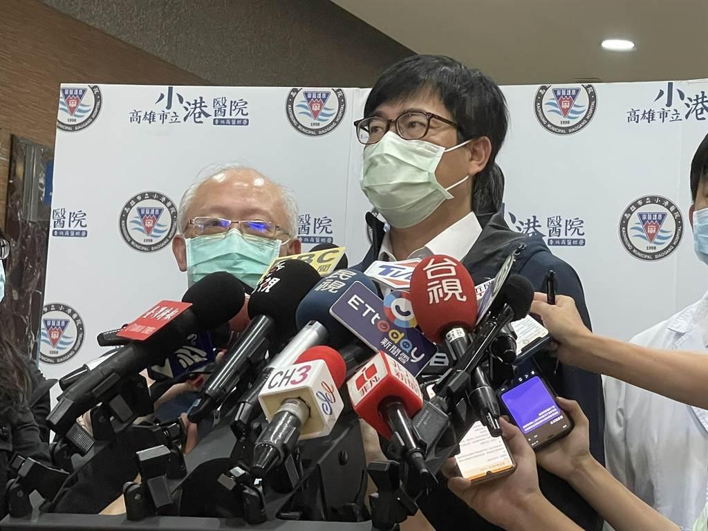 高雄巿長陳其邁12日到小港醫院視察防疫作為時證實,對方在5月初曾參加進香團到高雄。圖為高雄巿長陳其邁。(曹明正攝)