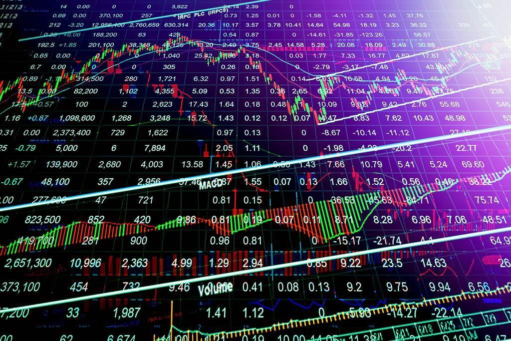 台股出現恐慌性賣壓,仍有17檔個股漲停。(圖/shutterstock)