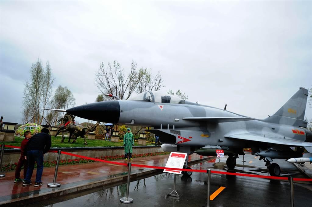 殲-10安裝本土自製的發動機,反映北京對於WS-10性能與可靠性相當滿意,也代表中國大陸航空產業的重要里程碑。(圖/新華社)