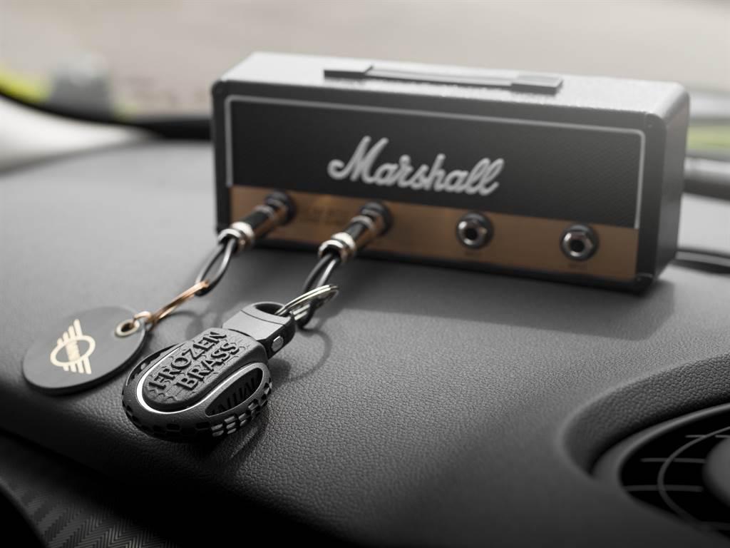 入主即享專屬交車禮MINI復刻音箱鑰匙座,打造全方位輕奢質感生活。