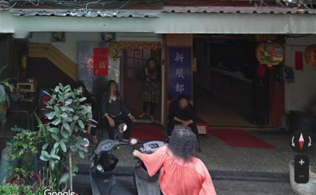 國內12日新增16例本土病例,其中有2例在台北市萬華區的茶藝館工作。圖為萬華區三水街的鴻達茶藝館。(圖/截自Google Maps)