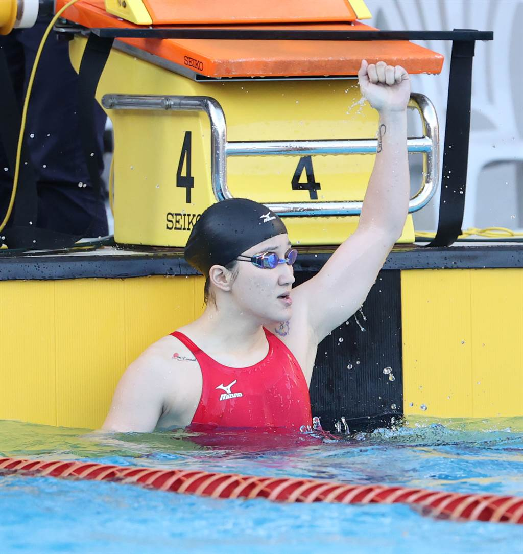 台灣科大徐安在2021全大運游泳女子100公尺仰式游出1分02秒62,打破個人在2019年全運會所創的全國紀錄1分02秒88。(運促會提供)