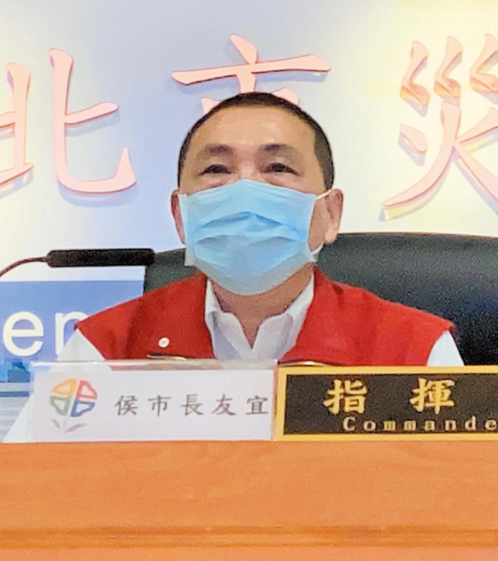 新北市長侯友宜11日在防疫會議疾呼中央盡速擴大採檢與擴大匡列。(葉德正攝)