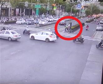 高雄警路中執勤遭鐵槌暴頭攻擊 酒駕男犯案動機曝光
