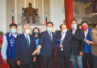 奔騰思潮》看紅藍綠三黨怎樣航向民主(張正昀)
