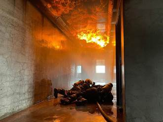消防員罵民眾「不能亂射水」惹議 內行曝原理:噴水死更快
