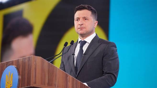 烏克蘭黨派惡鬥已激起民眾反感,以諧星身份從政的現任總統澤連斯基主張在俄國與西方國家之間採取中間路線,但其執政路途艱辛,前景並不看好。(圖/@ZelenskyyUa)