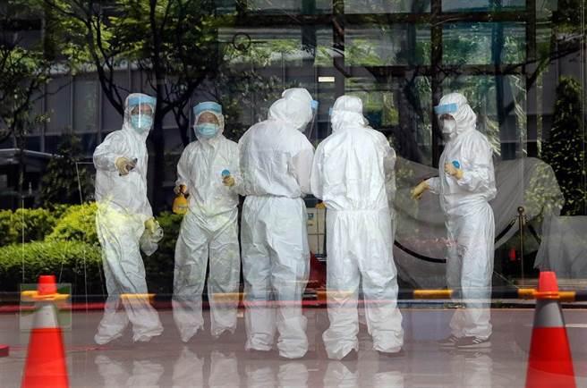 北市聯醫胸腔內科醫師蘇一峰在5月1日就表示,疫情現在就是進入桃園社區裡了。(范揚光攝)