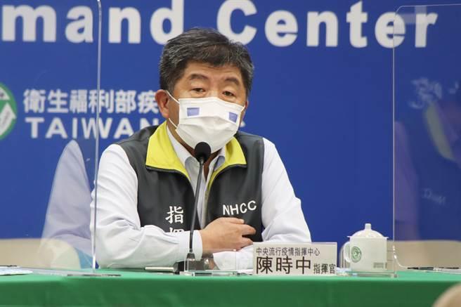 國內疫情緊張,今各地傳出不少確診案例,是否將防疫升至第三級警戒,指揮中心今召開記者會,由指揮官陳時中說明。(圖/指揮中心提供)